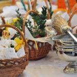 Błogosławieństwo pokarmów na stół wielkanocny.